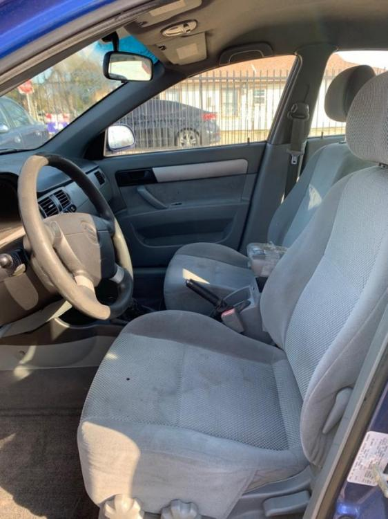 2006 BLUE /Gray Cloth Interior SUZUKI FORENZA (KL5JD56Z36K) with an 2.0L engine, 5-Speed Manual transmission, located at 2002 W Main St., Grand Prairie, TX, 75050, (972) 641-9598, 32.740414, -97.031143 - Photo #9