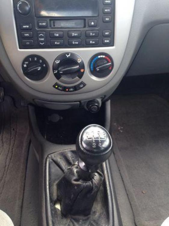 2006 BLUE /Gray Cloth Interior SUZUKI FORENZA (KL5JD56Z36K) with an 2.0L engine, 5-Speed Manual transmission, located at 2002 W Main St., Grand Prairie, TX, 75050, (972) 641-9598, 32.740414, -97.031143 - Photo #2