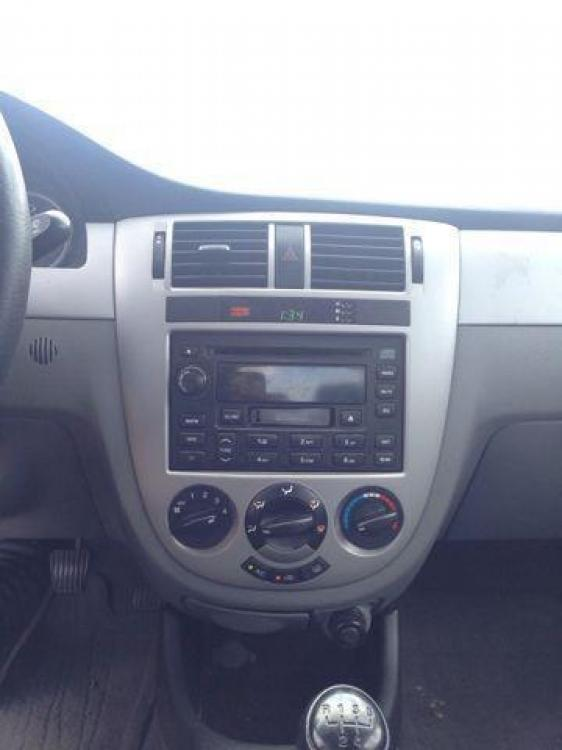 2006 BLUE /Gray Cloth Interior SUZUKI FORENZA (KL5JD56Z36K) with an 2.0L engine, 5-Speed Manual transmission, located at 2002 W Main St., Grand Prairie, TX, 75050, (972) 641-9598, 32.740414, -97.031143 - Photo #3
